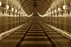 Old Elbe Tunnel  3 | by TF28 ❘ tfaltings.de