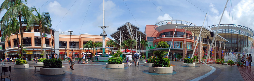 Jungceylon Shopping Mall in Patong, Phuket. Image: Cecil Lee, CC.