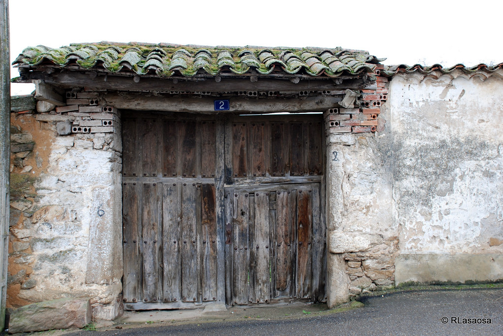 Pereruela zamora port n de madera pereruela es un for Portones de madera antiguos