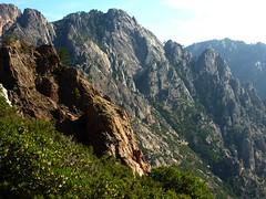 Le haut vallon de Peralzone, la pointe 1075 et le massif de Punta di Monte Sordu