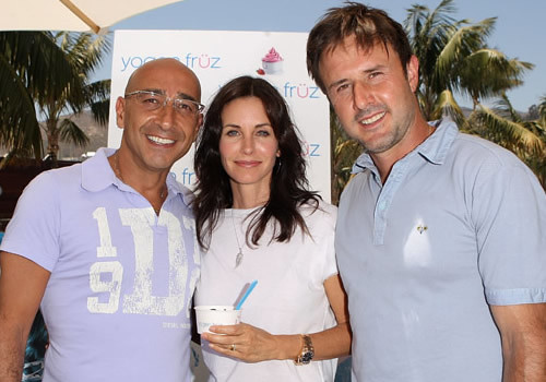 Aaron Serruya, Courtney Cox, David Arquette with Yogen Fruz | by frequent fruzer