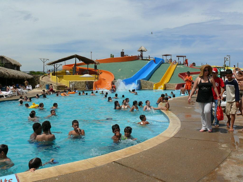 Piscinas y toboganes de musipan isla de margarita estado n for Toboganes para piscinas
