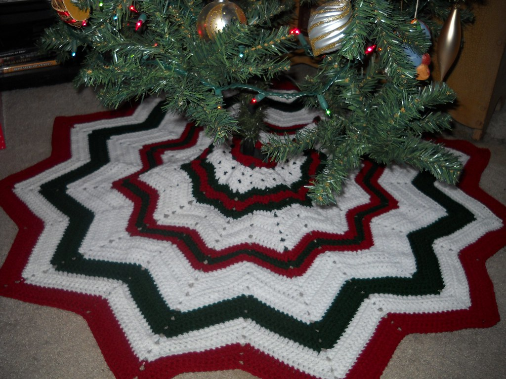 Easy Knitting Pattern For Christmas Tree Skirt : Tree skirt free pattern smoothfoxlover spot