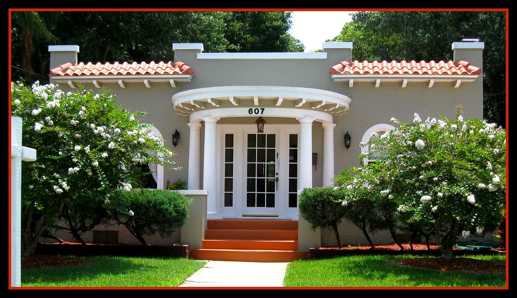 This House Has One More Semicircular Portico Than My House Flickr