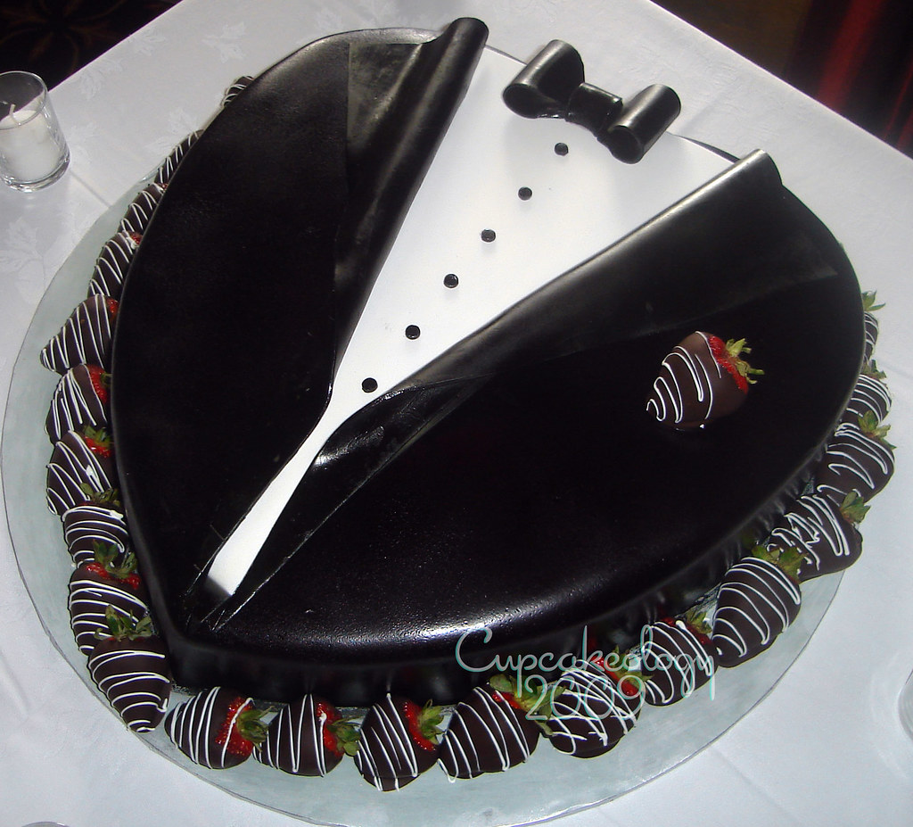 Tuxedo Groom 39 S Cake Chocolate Cake Filled With Chocolate