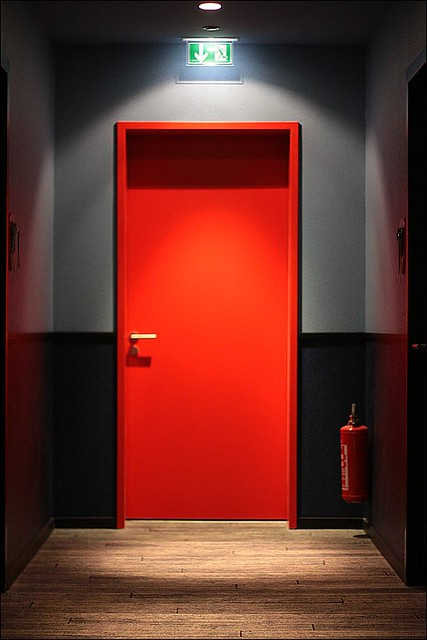 rote tuer | Red door inside the 25h design hotel by Levi's ...