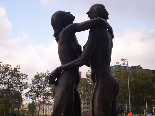 Sculpture Female Nudes Embracing 17 - Finance Tower Brussels | by historic.brussels