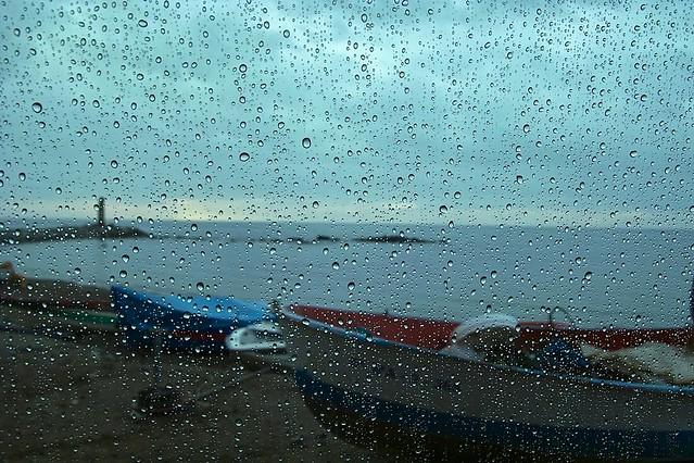 Resultado de imagen de llover en la playa