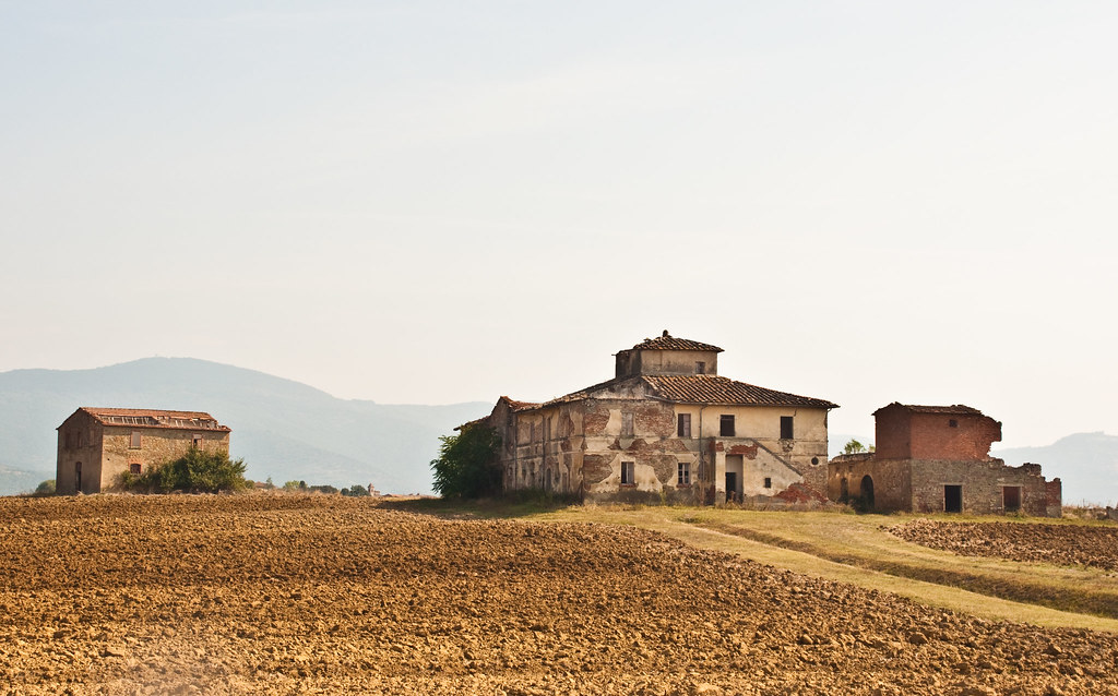 Derelict farm near Cortona, Tuscany, 28 Sept. 2009