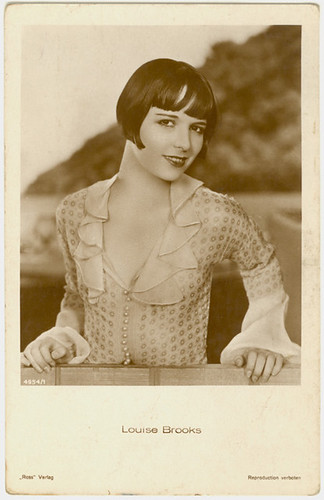 LOUISE BROOKS- photo postcard