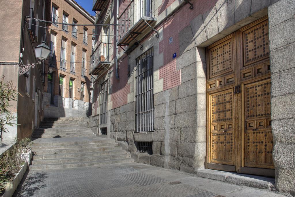 Calle del rollo madrid spain la calle del rollo est for Calle jardines madrid