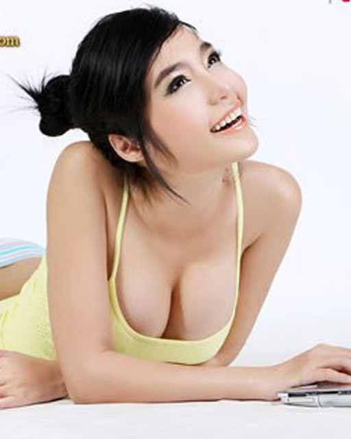 photos of hot girls that r movei