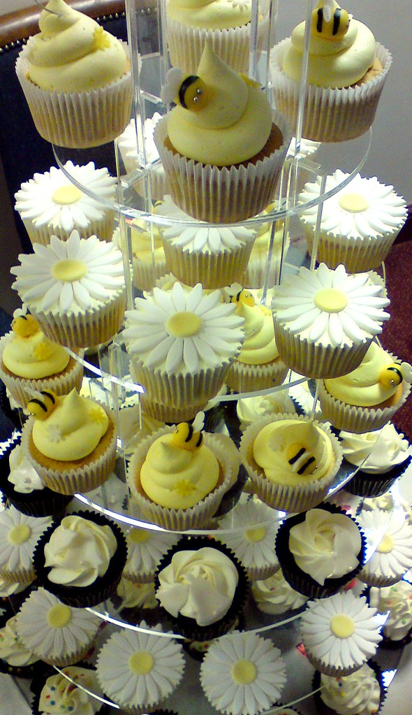 Multiple Wedding Cupcakes On A Stand These Are 5 Different Flickr