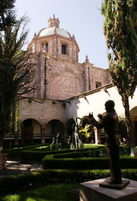 08 claustro del ex convento dominico el antiguo ex for Jardin del convento