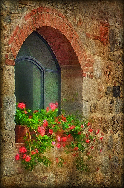 Italian windows 16 monteriggioni doors and windows of for Giardino 3d gratis italiano