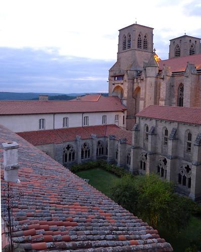 Le soir le clo tre et l 39 abbatiale st robert des hauteurs flickr - Hotel de l echo la chaise dieu ...
