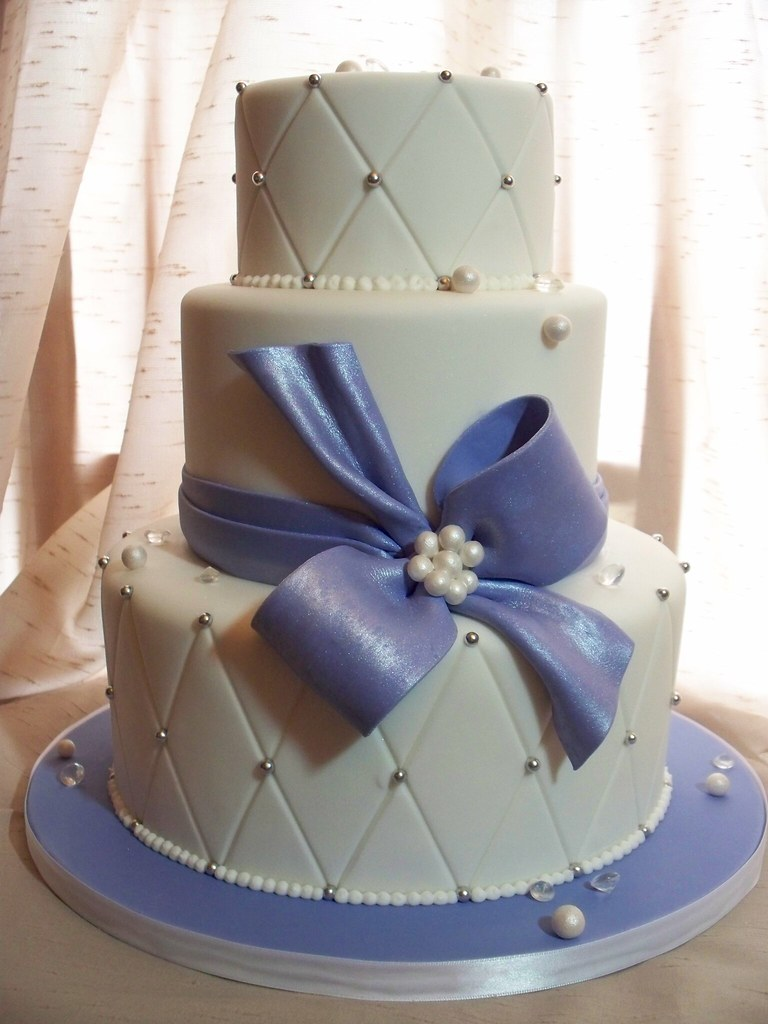 how cut a wedding cake embossed wedding cake vanilla cake filled and 15362