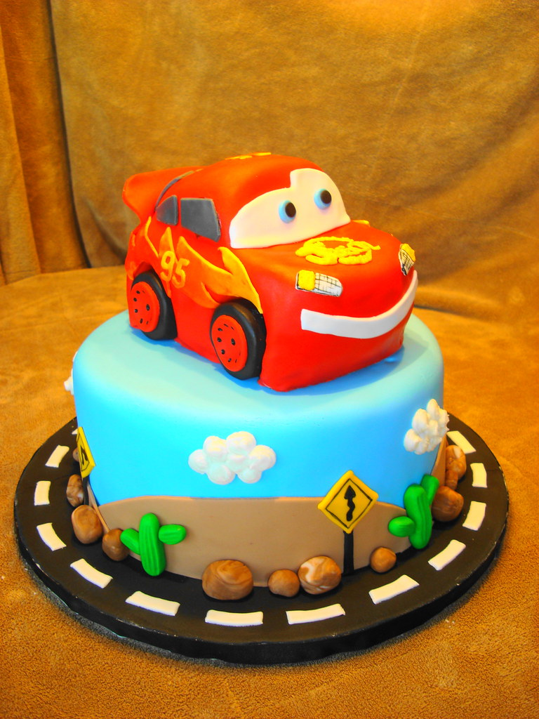 Cars cake,Lightening McQueen Cars cake Jennifer Newman ...
