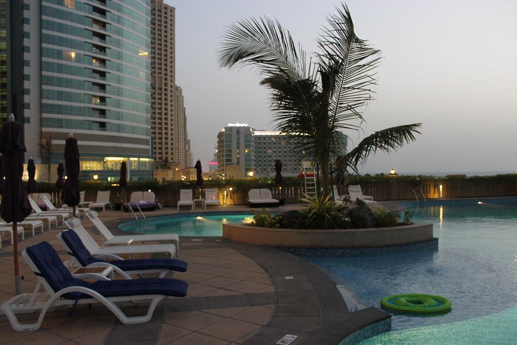 M Venpick Jumeirah Beach Hotel Dubai Swimming Pool And Vie Flickr