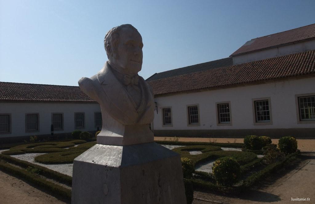 Buste du fondateur Pinto Basto