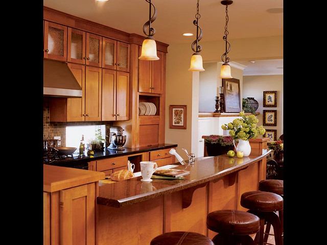 Modern Country Kitchen With Oak Cabinets
