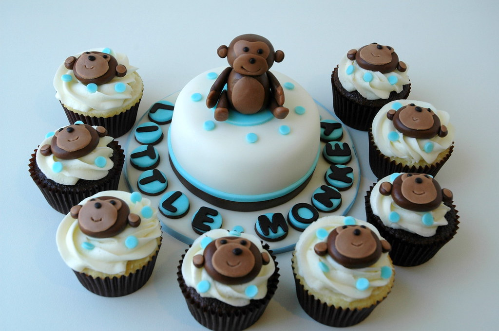 Cupcakes and mini cake for monkey themed baby shower flickr - Baby shower cakes monkey theme ...
