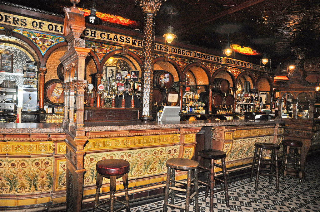 The Crown Bar Belfast The Crown Liquor Saloon In Great