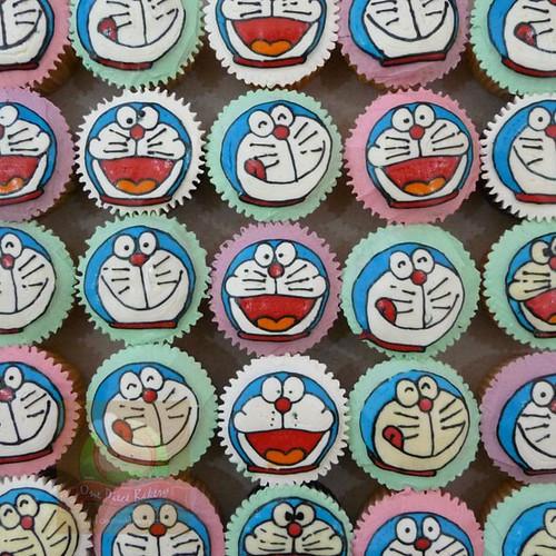 Doraemon cupcake | CCT018 | M25 | onepiecebakery.com | Flickr