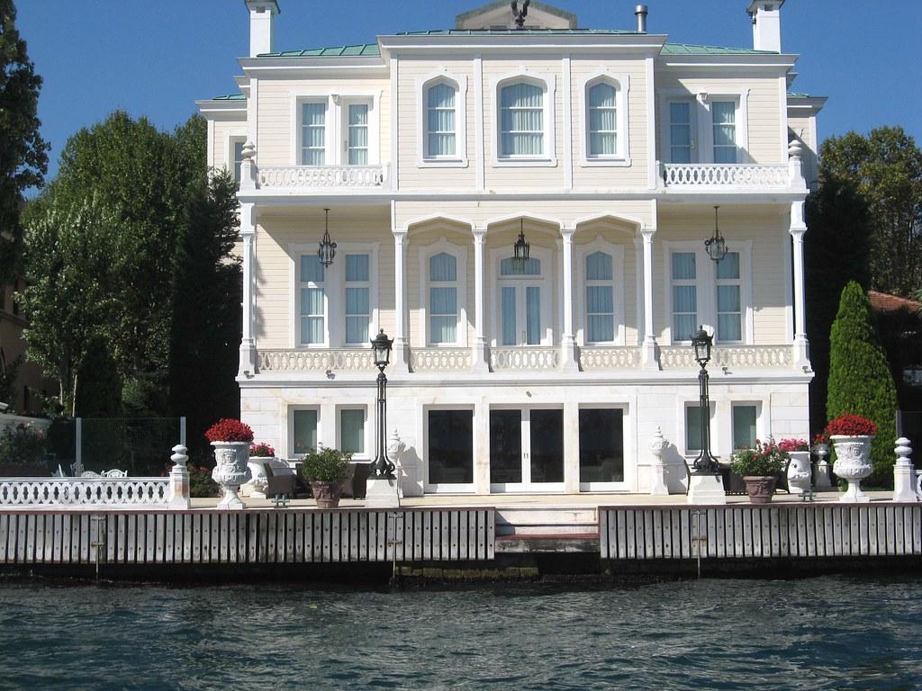 Bosphorus house istanbul turkey old ottoman house by for Amida house istanbul