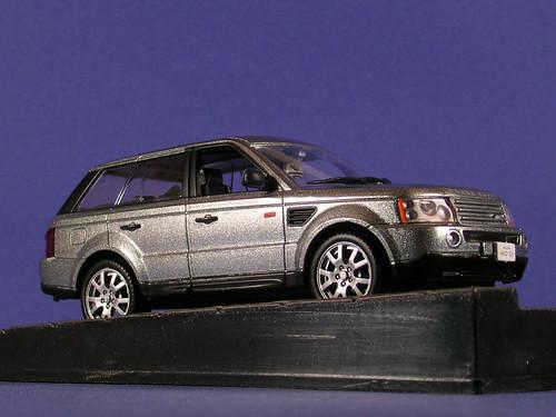 les voitures de james bond 007 range rover sport quan. Black Bedroom Furniture Sets. Home Design Ideas
