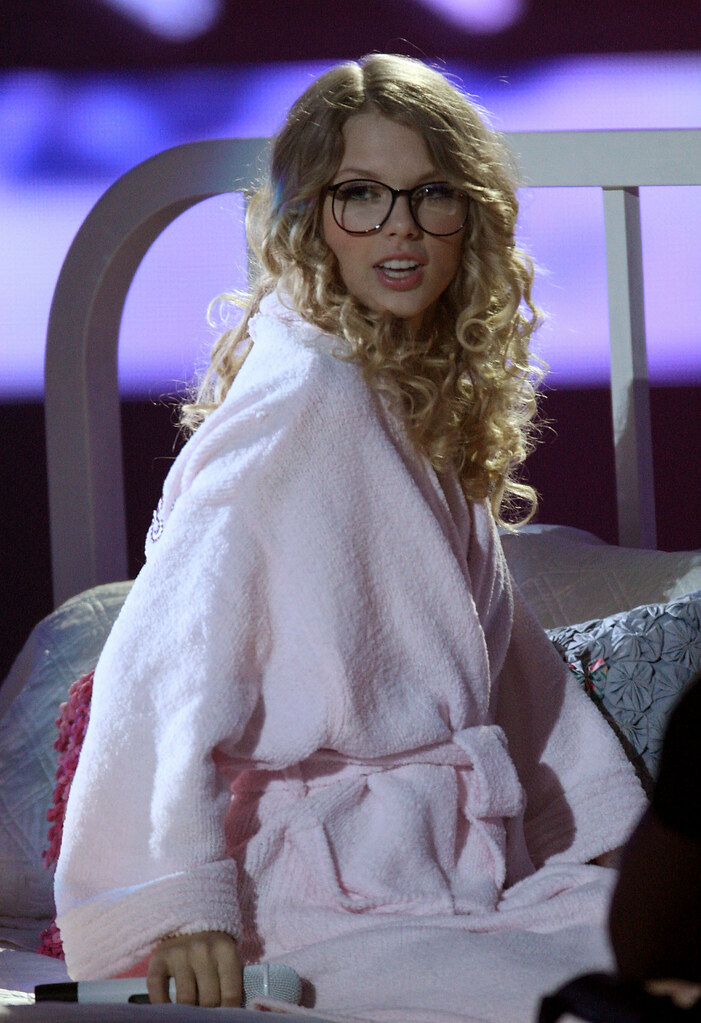Taylor Swift Wearing Glasses Taylor Swift Live At A Concer Flickr