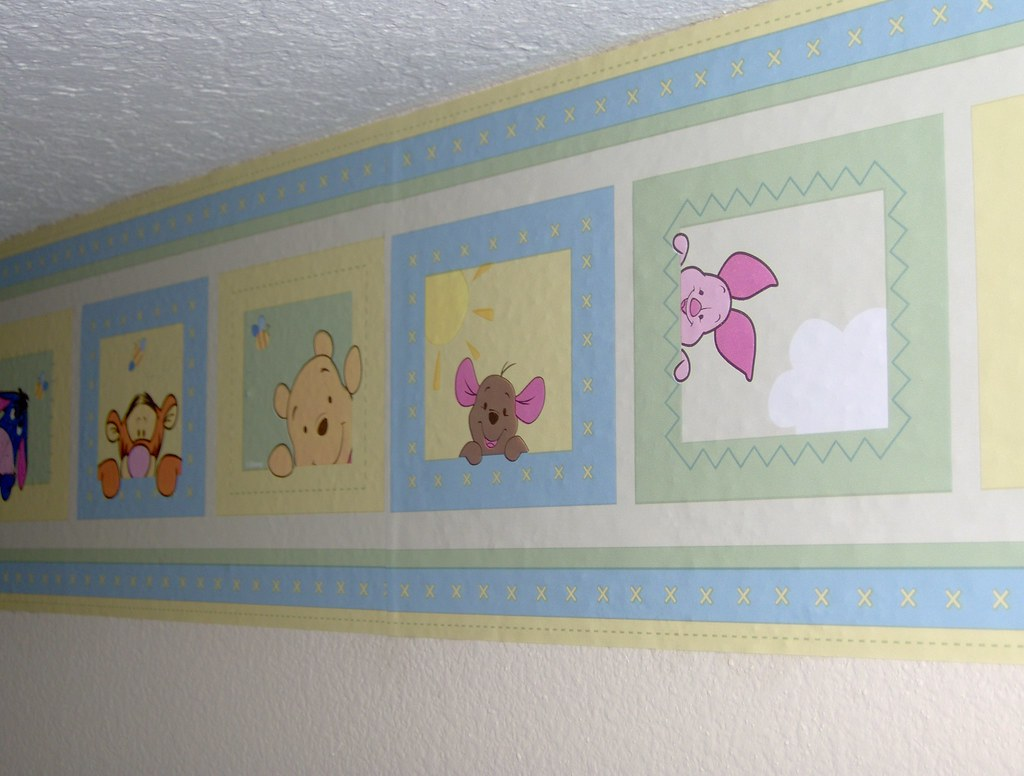 HPIM1951  Winnie the Pooh border in the baby's room ...