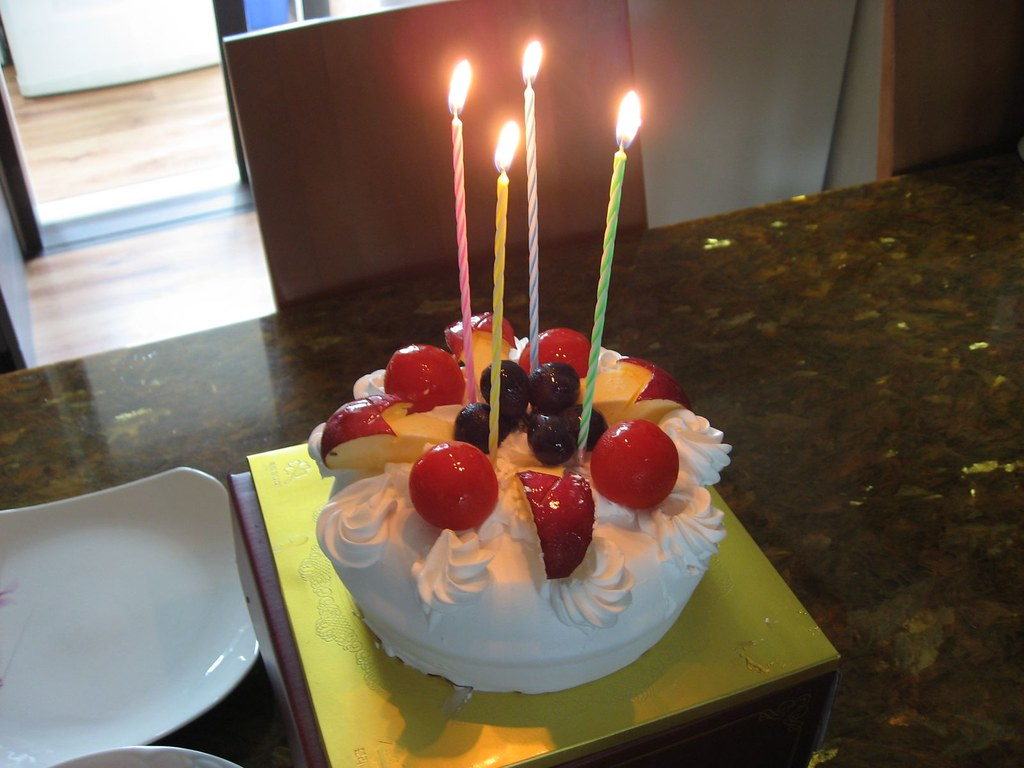 Korean Birthday Cake With Apples And Tomatoes On Top Flickr
