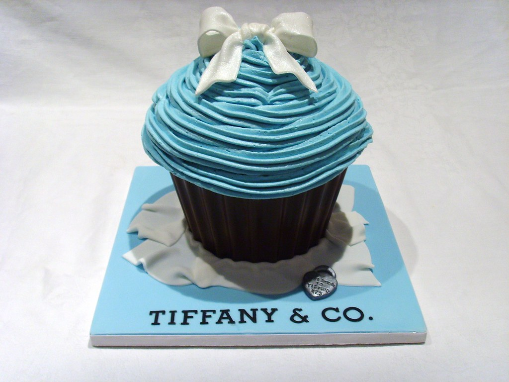 Tiffany S Themed Giant Cupcake An Order For A Tiffany