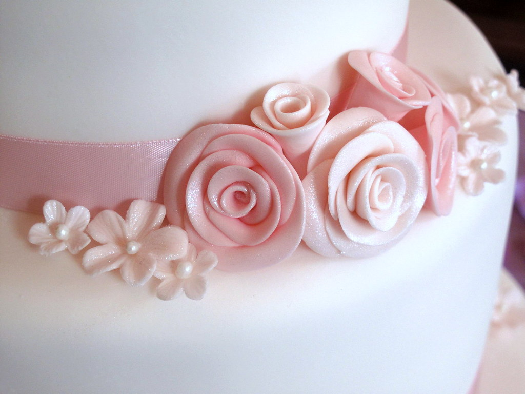 Pink Roses Wedding Cake - Detail on middle tier | This is my… | Flickr