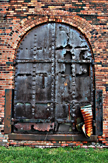 ... Old factory door in Brooklyn Heights | by Tidipic & Old factory door in Brooklyn Heights | Tidipic | Flickr