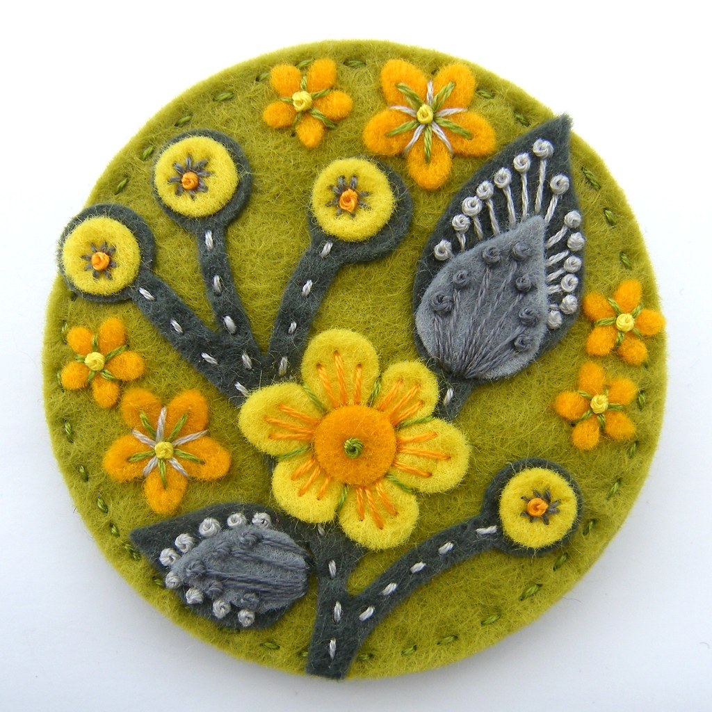 BLOSSOM FELT BROOCH WITH FREEFORM EMBROIDERY | Jane