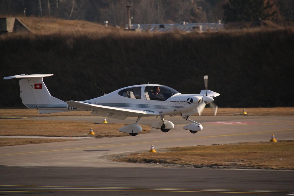 Aéroport - base aérienne de Sion (Suisse) 32262578263_01f2c9bdb6_b