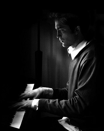 edward cullen playing the piano(manip)   i love this picture ...