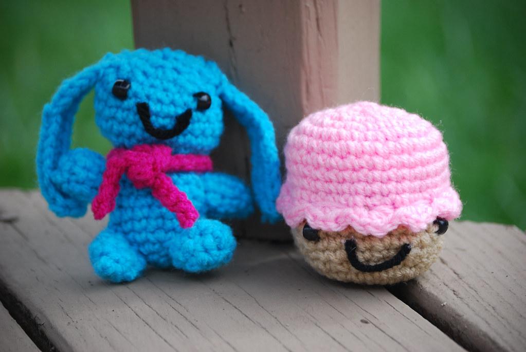 Amigurumi Cupcake Bunny : Blue Bunny with Cupcake This cute little amigurumi bunny ...