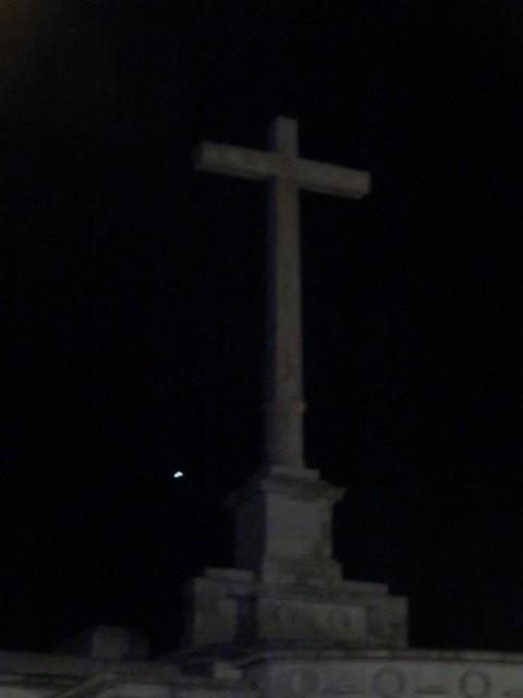 Lucero en el cementerio