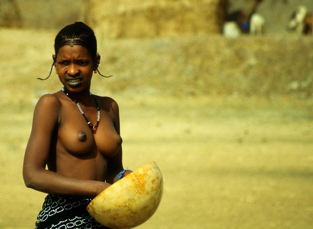 Jeune Peul | Rive du Niger - Fille Peul | Claude Perret ...