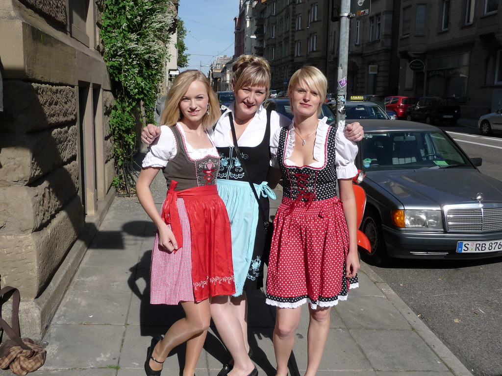Dirndl Girls | On the way to Stuttgart Wasn, Stuttgart