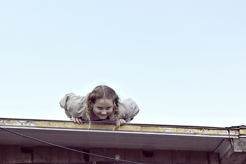 girl on the roof m dchen auf dem dach mauerpark prenzla flickr. Black Bedroom Furniture Sets. Home Design Ideas