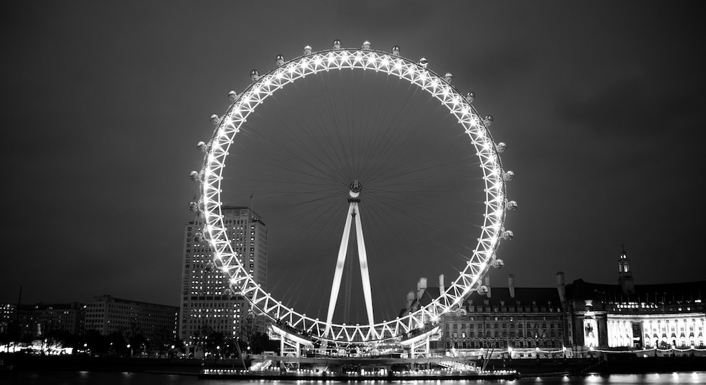 london eye black and -#main