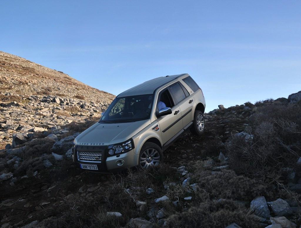 freelander 2 off road adventure down the hill on three. Black Bedroom Furniture Sets. Home Design Ideas