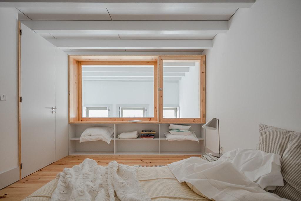 Duplex flat design in Porto by Portuguese architectural studio PF Arch Sundeno_12