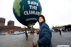 Greenpece Balloon for Obama in Oslo | by Greenpeace International