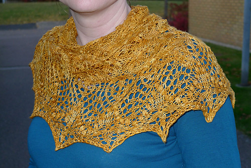 echo flower shawl | by jodi at caffeinated yarn