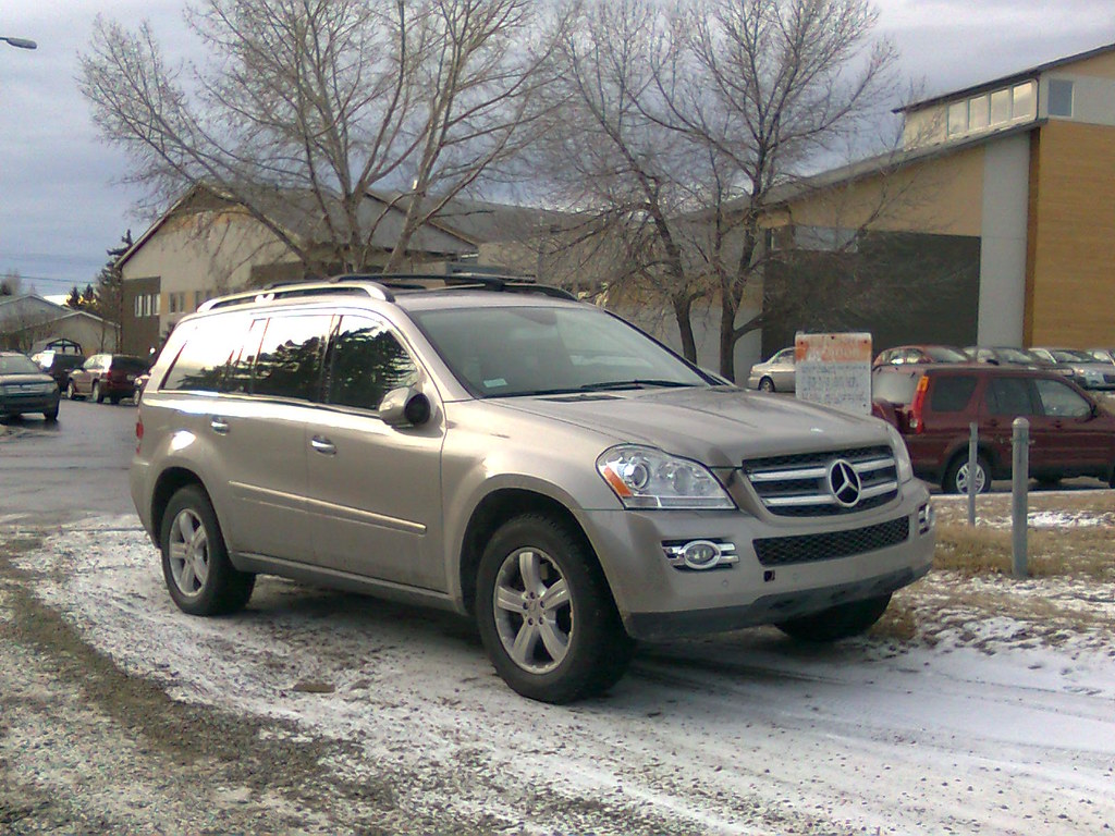 Mercedes benz gl 320 cdi the full size suv line up of for Mercedes benz gl 320